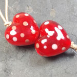 Solid Firecracker heart shaped beads with dots of striking Effetre tongue pink.